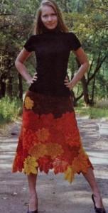 Вязаная юбка крючком из кленовых листьев.