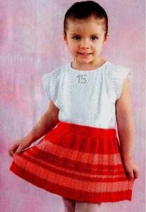 Вязаная детская юбка спицами в складочку