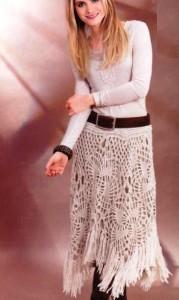 Светлая ажурная вязаная юбка крючком