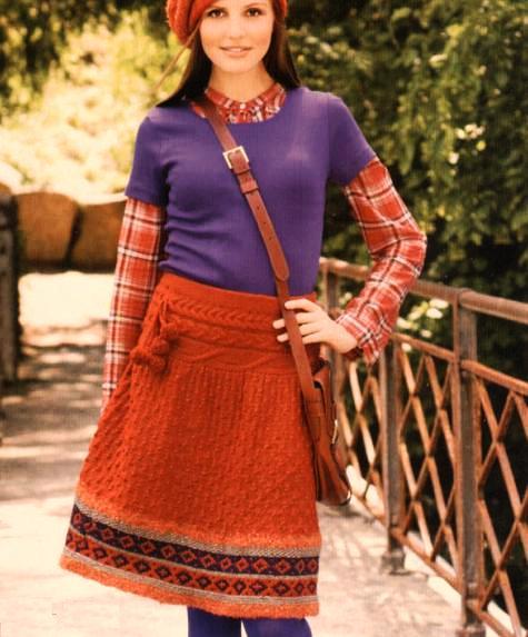 Красная вязанная юбка спицами в этно-стиле