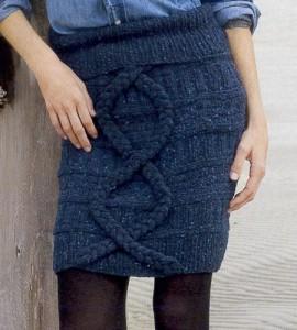 синяя короткая вязаная юбка спицами