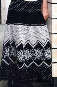 Черно-белая вязаная юбка с норвежским узором спицы