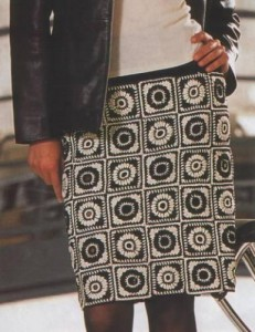 Черно-белая вязаная юбка крючком фото