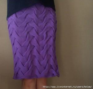 Сиреневая вязаная юбка из кос спицами