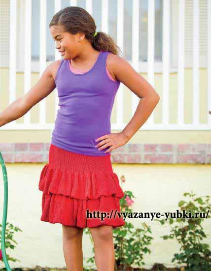 красная вязаная детская юбка с воланами спицы