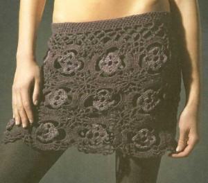 Вязаная мини юбка крючком из цветочных мотивов фото