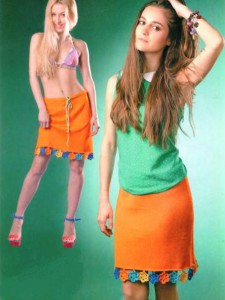 яркая летняя вязаная юбка с отделкой из цветочных мотивов