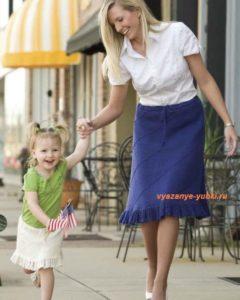 вязание юбки спицами со спиральным узором и воланом для мамы и дочки