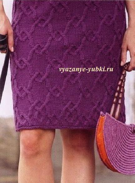 прямая вязаная юбка спицами с красивым рельефным узором