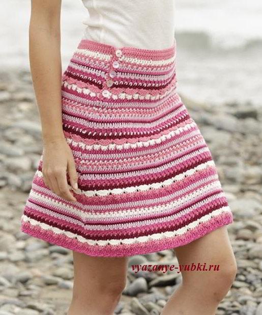 расклешенная вязаная юбка крючком в полоску
