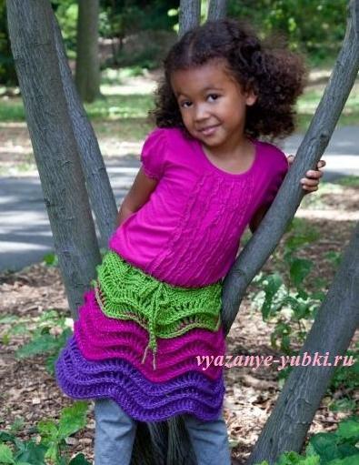 вязаная юбка для девочки с волнистым узором крючок