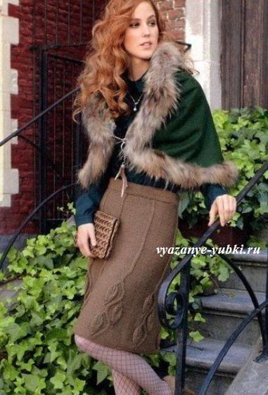 вязаная юбка спицами с узором из листьев