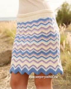 короткая вязаная юбка зигзагами спицами